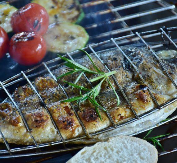 Le barbecue à charbon, pour donner une saveur particulière aux aliments